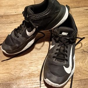 NIKE ZOOM VOLLEYBALL SNEAKERS